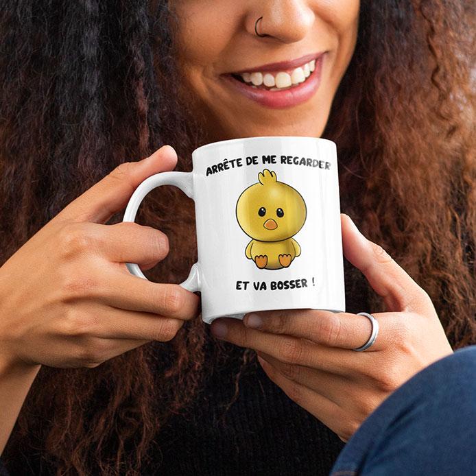 Dessin de poussin sur un mug drôle