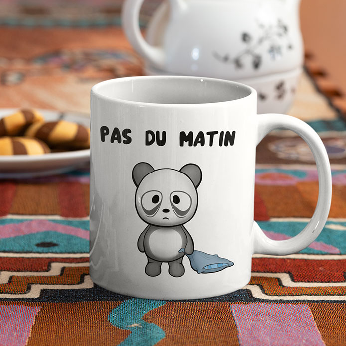 Un panda pas du matin sur un mug original