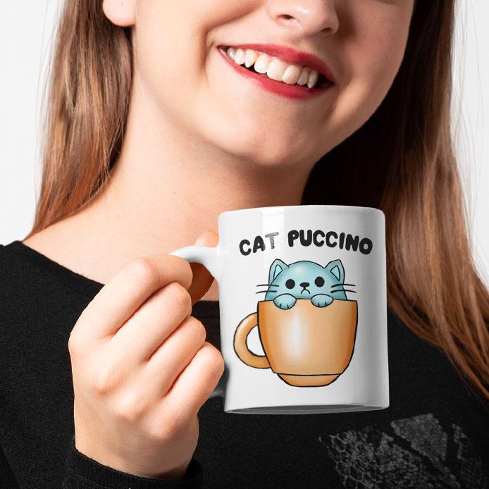 Un mug original de chat dans une tasse